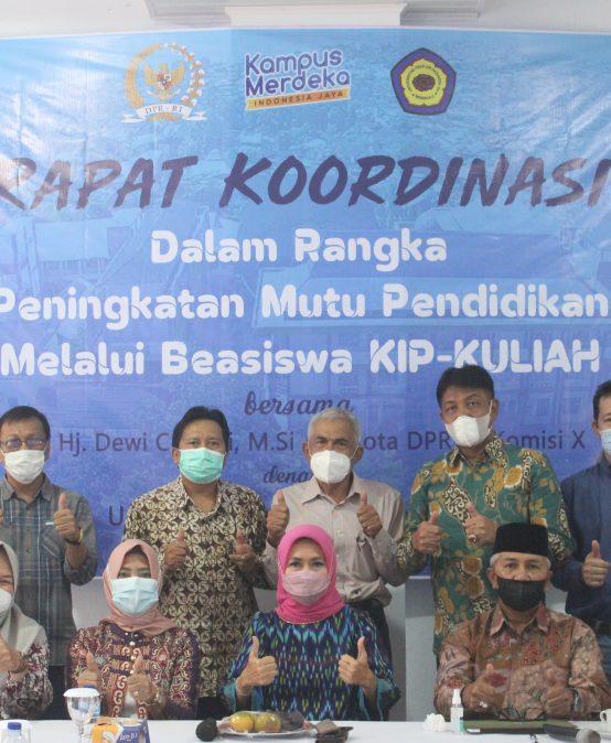 Hj. Dewi Coryati, M.Si Bantu Beasiswa KIP-Kuliah Aspirasi Masyarakat Untuk Kuliah di UNIHAZ